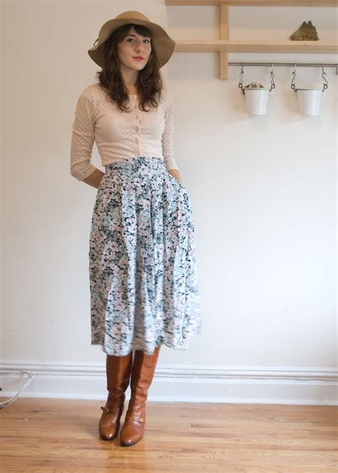 vintage high waisted floral midi skirt by kitsunevintage