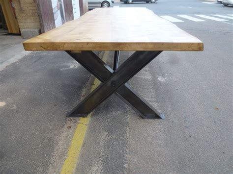 Impressionnant Salle A Manger En Bois #2: table-industrielle-de-salle-a-manger-pieds-ipn-en-x-plateau-erable-3.jpg