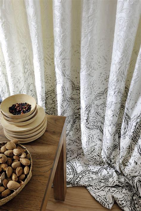 gardinen mit vorhängen raffrollo beige weiss blockstreifen