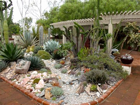 Succulent Garden Layout Reader Photos A Gem Of A Succulent Garden Gardening