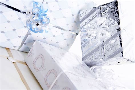 10 Ideal Bridal Gifts choosing one of the 10 best wedding gifts