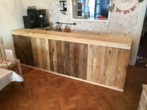 L Shaped Bar Table Diy Pallet L Shape Desk Counter And Bar Table 99 Pallets