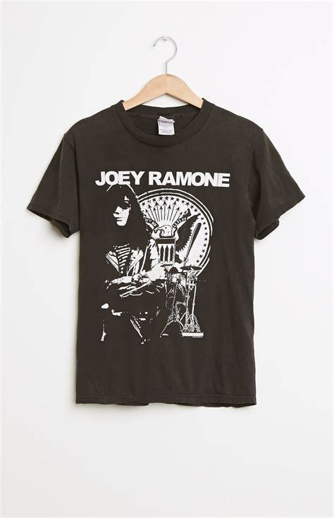 T Shirt Joey Ramone Vintage Import 17 best images about joey ramone of the ramones b on