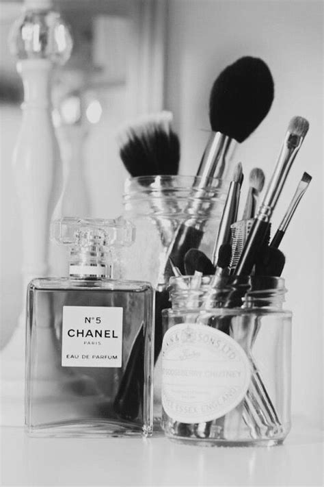 makeup wallpaper pinterest 25 best ideas about fashion wallpaper on pinterest coco