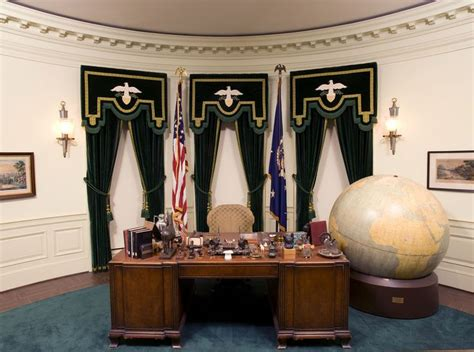 what desk did trump choose 17 best images about the oval office on pinterest