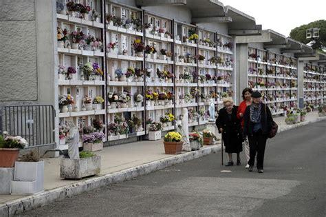 cimitero prima porta prima porta il papa al cimitero per la messa c 232 anche