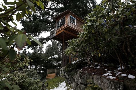 treehouse bed and breakfast tree house turned into bed and breakfast near woodinville heraldnet com