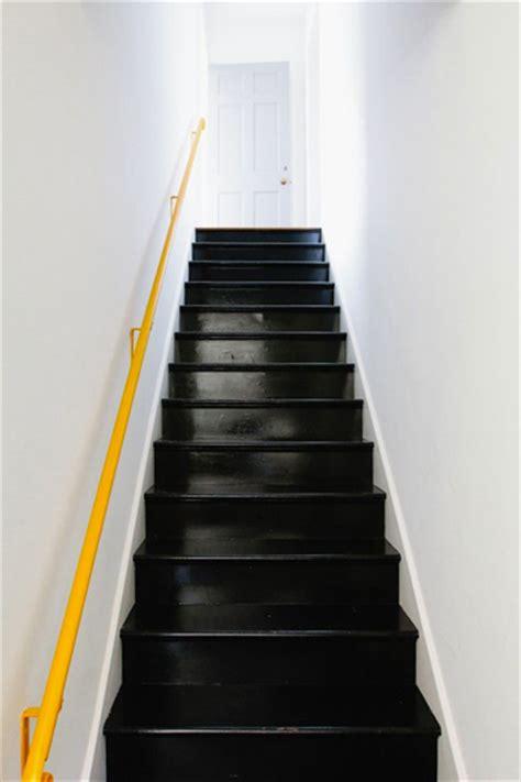 Escalier Bois Et Noir by Peindre Escalier En Bois Couleur Noir Et Re Jaune Mur