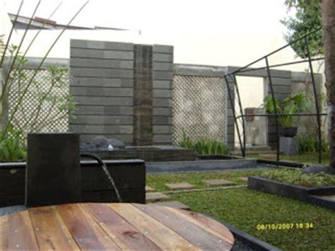Courtyard Home taman minimalis dengan waterfeature unik imagi landscape