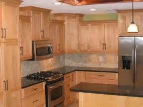 Cabinet And Countertop Ideas Countertops For Maple Cabinets Maple Cabinets Quartz