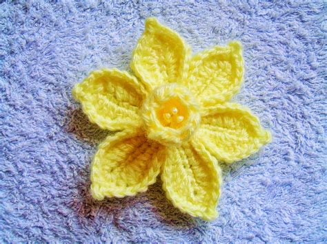 pattern crochet daffodil she loves to crochet the daffodil pattern and tutorial