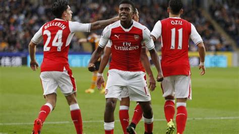 unstoppable arsenal metal books manchester city unstoppable as arsenal make it three in a row