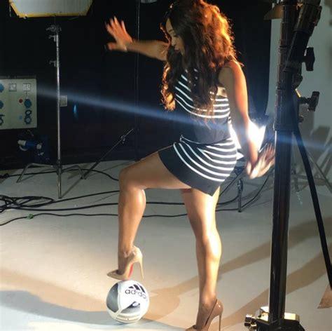 minenhle dlamini body minnie dlamini shows off her toned legs botswana youth
