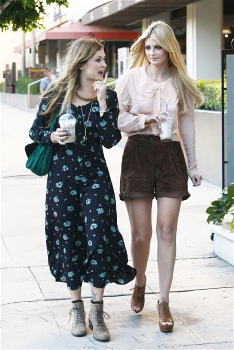Mischa Barton Fashion Multi Tasker by Blouse Candid Fearne Cotton Floral Heels High Waisted