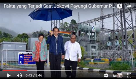 Payung Kebalik Unik presiden jokowi payungi gubernur papua buat heboh media
