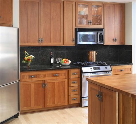 maple or oak cabinets what color wood floor goes with maple cabinets