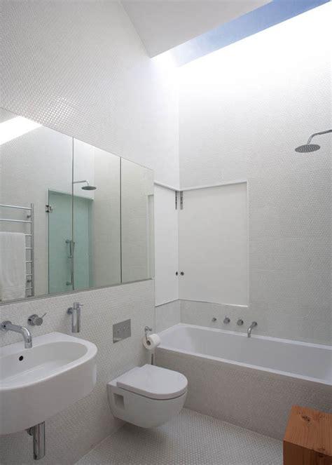 high ceiling bathroom ideas ห องน ำในห องนอน ม อ างอาบน ำ ร บแสงจากหล งคา 171 บ านไอเด ย