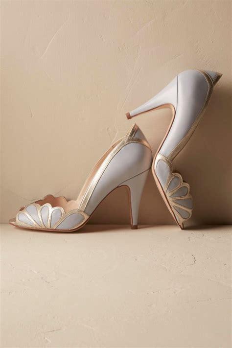 Heels Pita Bulu Dasar Cokelat 13 referensi sepatu cantik untuk mempelai wanita pernikahan adat atau modern sama elegannya