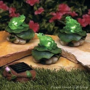 Solar Frog Trio Garden Decor Solar Light Frog W Umbrella Garden Statue Outdoor Lawn Yard Decor On Popscreen