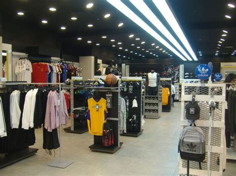 sede adidas italia retail shopping