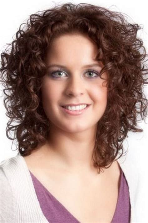 best 25 shoulder length curly hair ideas on pinterest