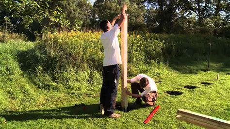 Holzpfosten In Erde Befestigen by Sichtschutz Zaun Aufbauen Und Montieren Schritt F 252 R