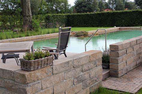 gartenmauer modern naturpool modern mit gartenmauer