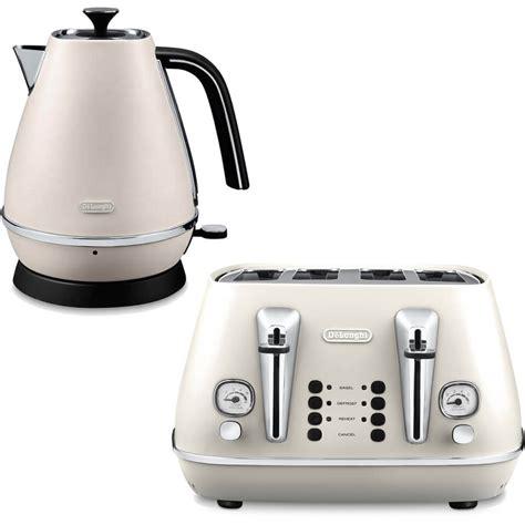 dualit kitchen appliances de longhi distinta 4 slice toaster and kettle bundle