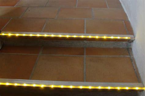 treppenstufen beleuchten led treppenlicht treppenstufenprofile treppen profile