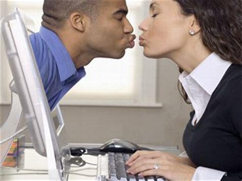 Finding online girlfriend