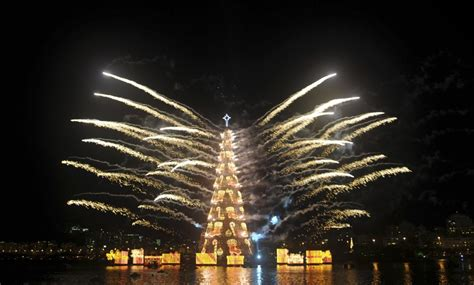christmas trees in brazil world s largest floating tree unveiled in brazil photos