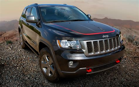 2013 Jeep Grand Trailhawk 2013 Jeep Grand Trailhawk Front Three Quarter 3