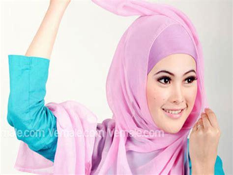 Jilbab Segi Empat 2 Warna Cara Pakai Jilbab Segi Empat Polos Warna Pink Modis