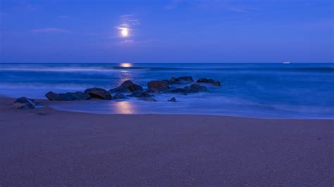 ocean beach sand stones night blue sky clouds moon hd