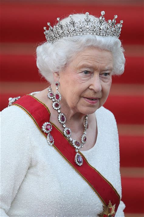 queen elizabeth the second royal family around the world britain s queen elizabeth
