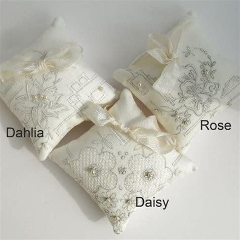 cuscini particolari cuscini portafedi particolari casamia idea di immagine