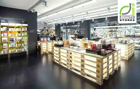 Lipstik Shop stores 187 retail design