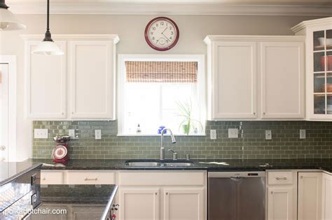 paint white kitchen cabinets best way to paint kitchen cabinets white manicinthecity