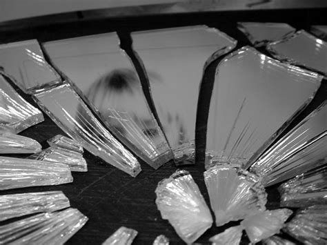 The Mirror And The L by Hetzoburo Gebroken Spiegel