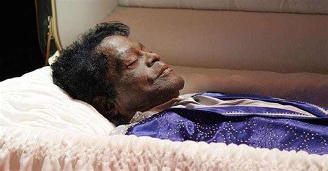 dead celebrities in open caskets photos of famous dead bodies celebrity open casket funerals