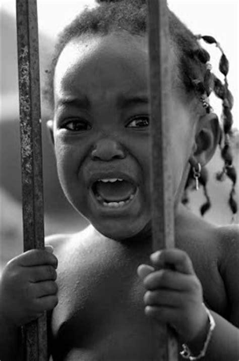 """O FALCÃO DE JADE: Ainda a fome... """"A pobreza em África"""