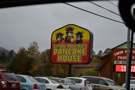 restaurant sign picture of smoky mountain pancake house