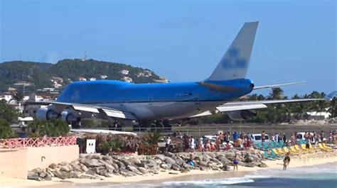 boat rs near me now une touriste tu 233 e sur une plage lors du d 233 collage d un