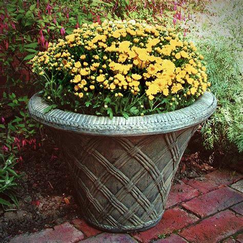garden pits thatched garden pot garden urns planters