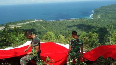 Handuk Tanggung Merah Putih Menyerap satgas 432 kostrad pasang bendera merah putih di puncak pawa skouw papua paradigma bangsa