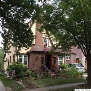 Donald Trumps Home by Donald Trump S Childhood Home In Nyc Heads To Auction