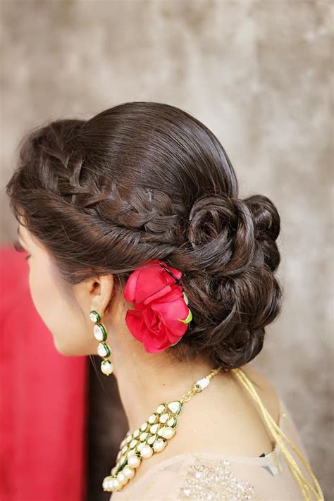 Bridal Hairstyles For Medium Hair Indian by Best 25 Indian Wedding Hairstyles Ideas On