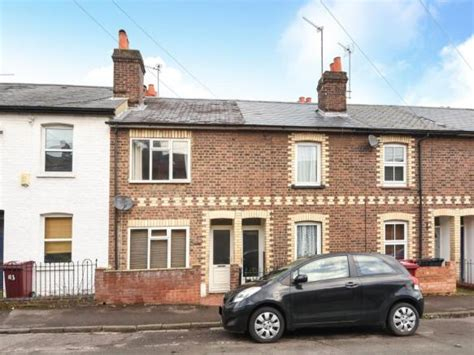 2 bedroom house in reading 2 bedroom terraced house for sale in alpine street