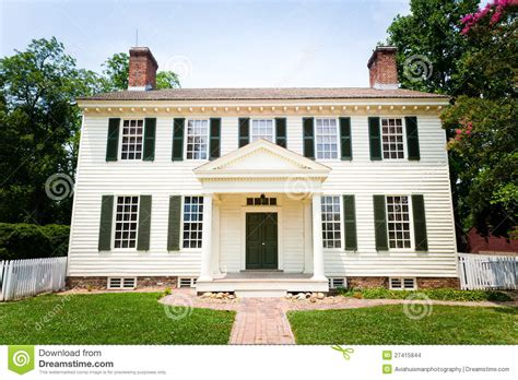 Country Style Homes Plans grande maison coloniale blanche de type images stock