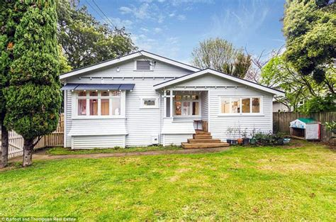 New Zealand house woth $1.5m sells for $125K   Daily Mail